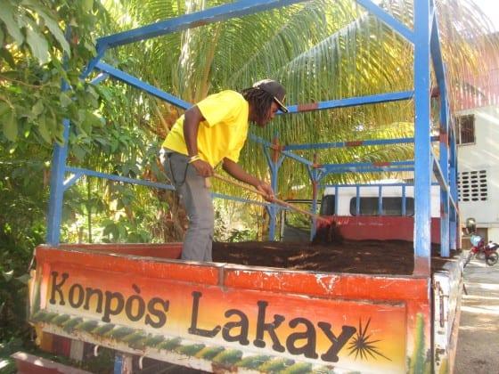 Rocheteau loading compost